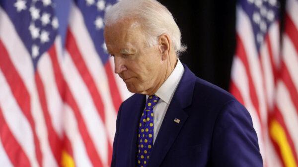 Joe Biden Expulsa Donald Trump