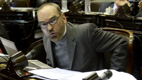 Fernando Iglesias atacó a Estela de Carlotto en al sesión de Diputados