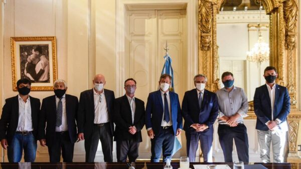 El presidente llegó a distintos acuerdos para ayudar a los municipios de la Patagonia castigados por los incendios
