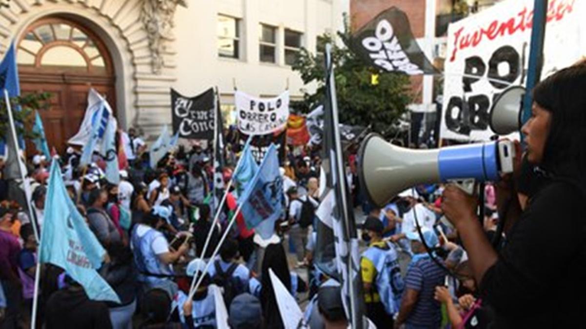 Jóvenes Militantes ingresaron a la fuerza al Ministerio de Educación
