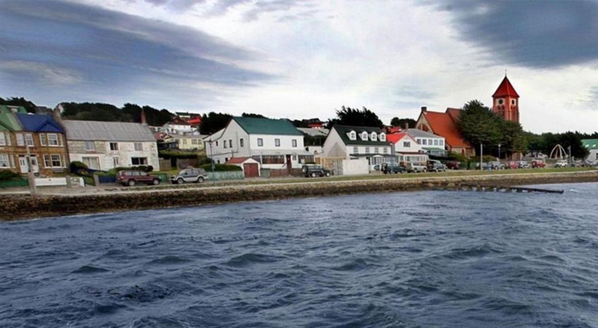 El Gobierno presentó una queja ante Uruguay por colaborar con vuelos militares del Reino Unido en las Islas Malvinas