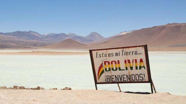Bolivia exige cuarentena y seguro médico