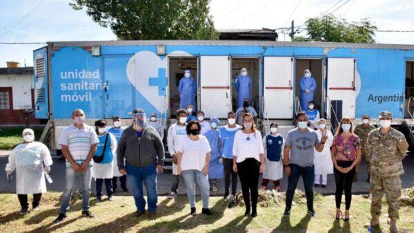 Carla Vizzotti e Inés Barboza supervisaron el trabajo que realiza una posta sanitaria del Ejército en La Matanza