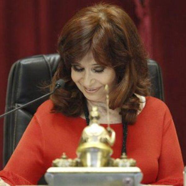 """Cristina Fernández de Kirchner afirmó que los senadores de Juntos por el Cambio se comportan como """"barrabravas"""""""