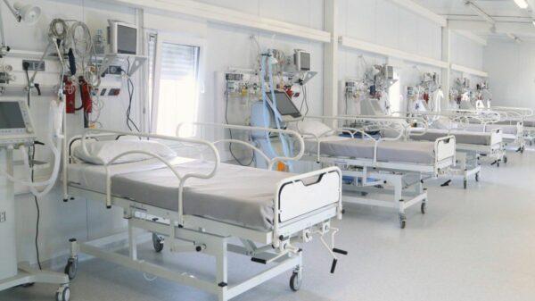 Médicos intensivistas