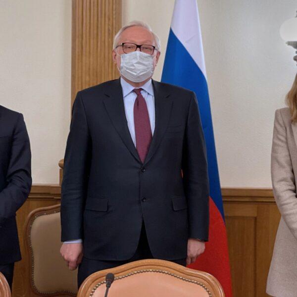 Guzmán y Nicolini se reunieron en Moscú con el vicecanciller de Rusia y dialogaron sobre la negociación con el FMI