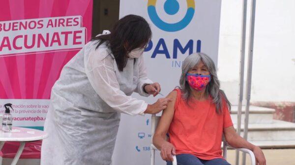 PAMI vacunó a más de 900 personas en una residencia del gobierno porteño en Ituzaingó